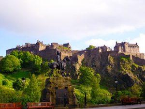 edinburgh-castle-scotland-2691043__340