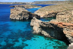 Malta_-_Ghajnsielem_-_Comino_+_Large_Blue_Lagoon_Rock_+_Small_Blue_Lagoon_Rock_+_Cominotto_+_Blue_Lagoon_02_ies